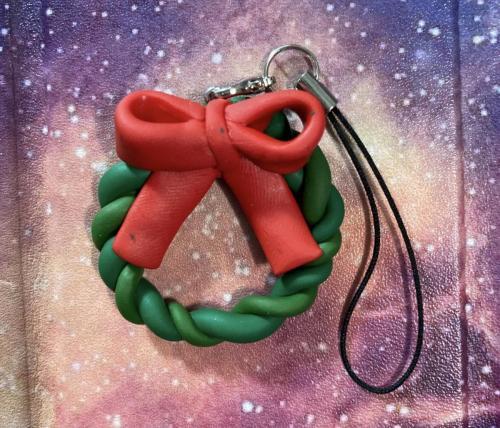 wreath_with_bow_charm