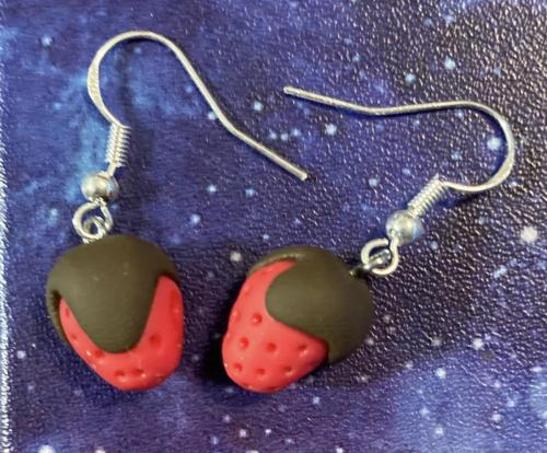 chocolate_covered_strawberry_earrings_2